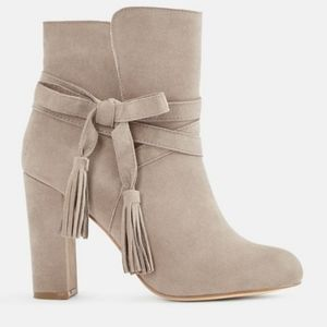 JUST FAB LAUNDRY GRAY SUEDE BOOTIES SZ.8 EUC